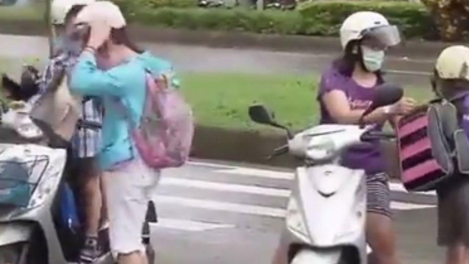 家長冒雨接送孩子 颱風放半天假遭罵翻