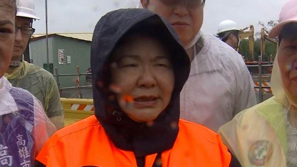 陳菊為「半天颱風假」道歉 賴神街頭關心網轟:作秀
