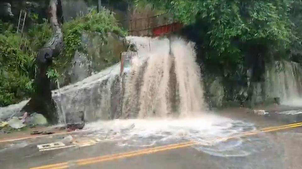 「一下午雨灌500毫米」 新竹尖石路毀土石坍