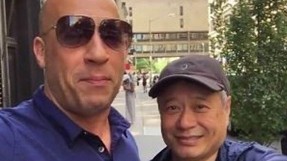【影片】馮狄索拉李安玩自拍 謝大導讓他「美夢成真」