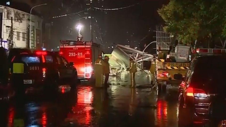 梅姬強颱!吹翻新店軍營屋頂11人受傷