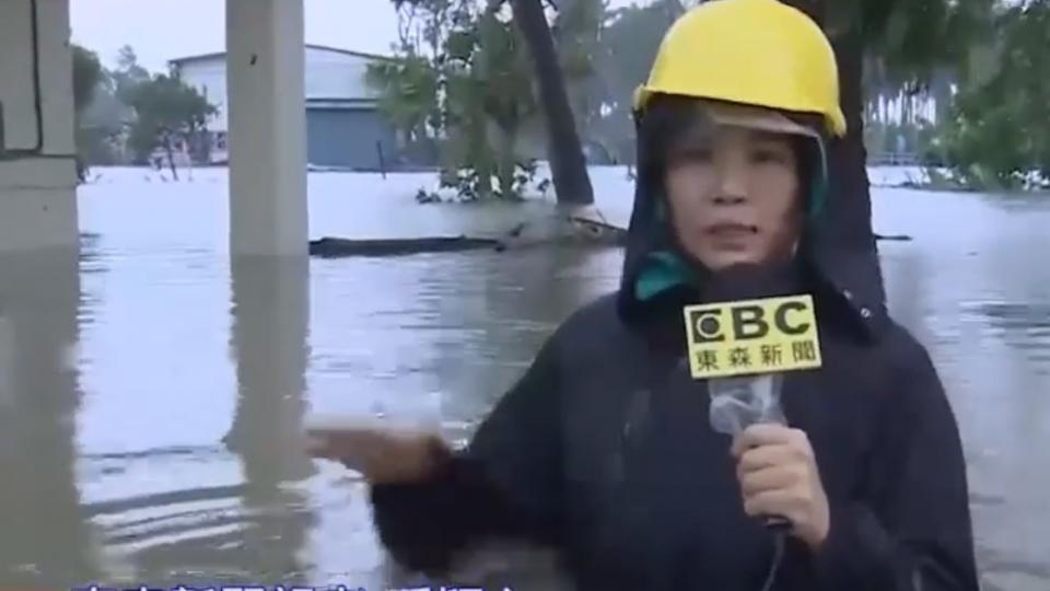 廣福里水淹到胸口 東森記者挺進關懷住戶