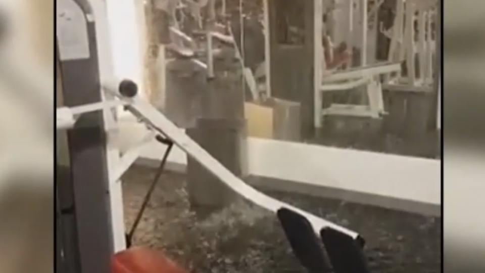 梅姬吹到運河溢堤 雨水倒灌進健身房