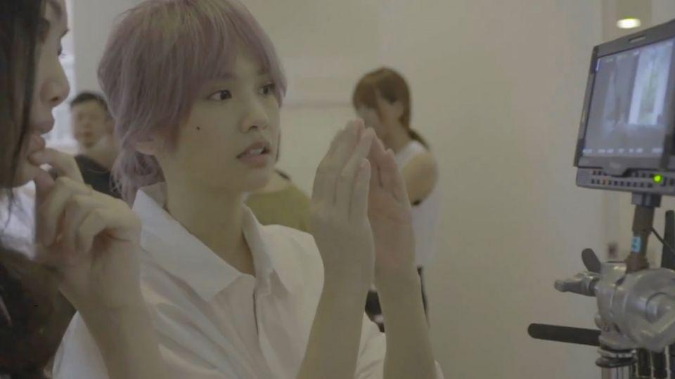 阿Sa拍MV入戲深哭不停  楊丞琳女女吻送暖