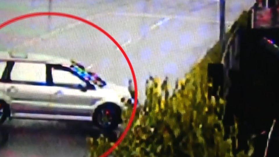 跑車失控打滑撞破圍牆 住戶:已被撞20多次!