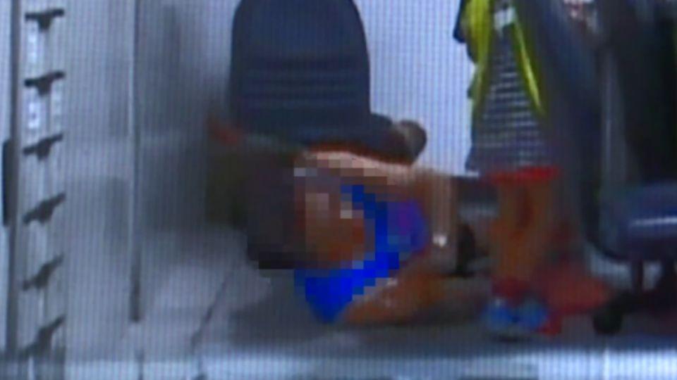 違規停車被拖吊 躺地上大鬧喊「被警打暈」