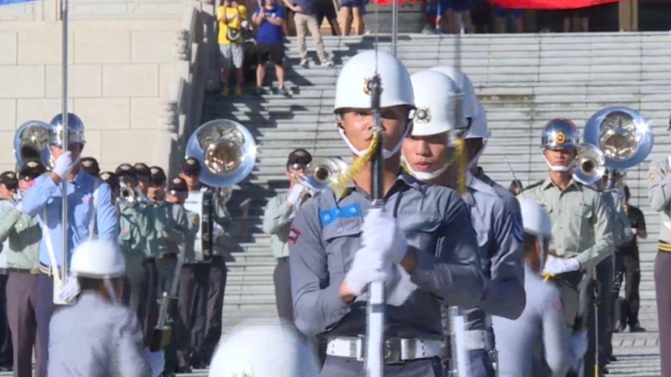 國慶三軍儀隊 亮眼新槍法 加入棒球元素