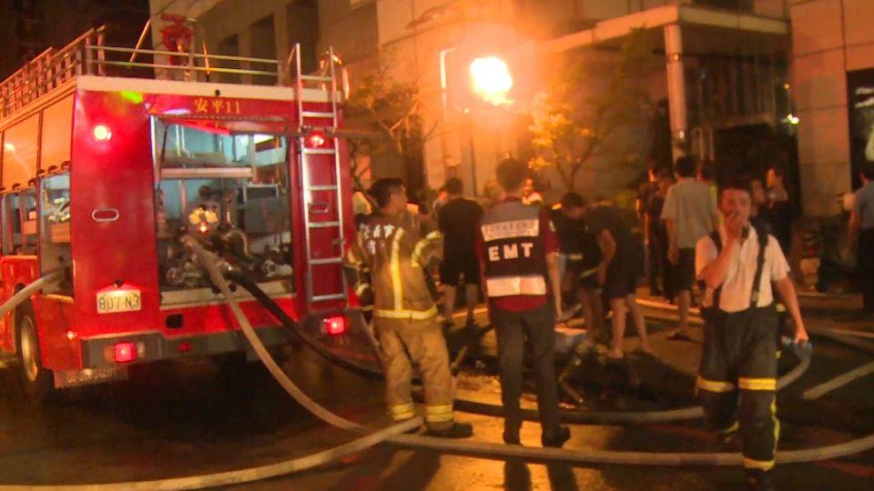 世華廣場竄火苗!疏散125人12人送醫