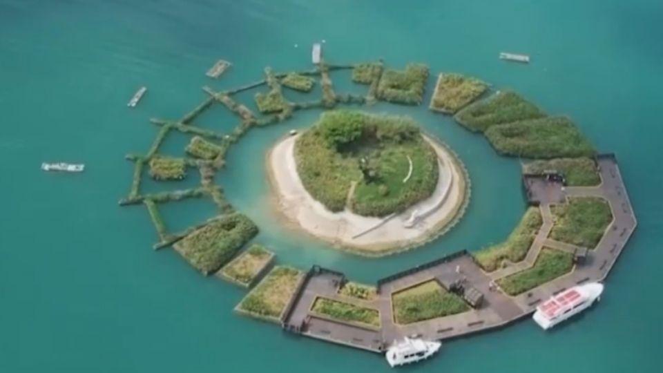 1200萬打造「拉魯島」草排 遭批像「喪禮花圈」
