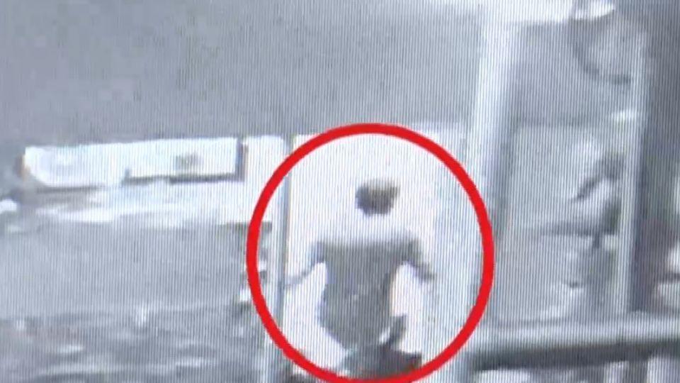 加油站「攝」狼躲女廁偷拍 被害女大喊被活逮