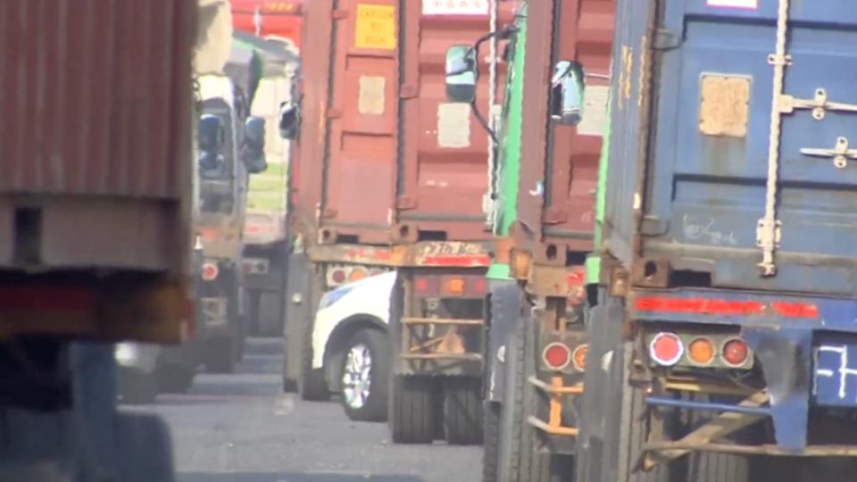 通往高雄港區道路有多爛 東森新聞記者實測