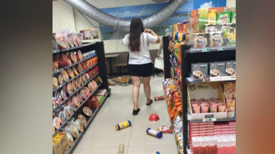深夜規模6.0地震 綠島便利商店天花板掉落