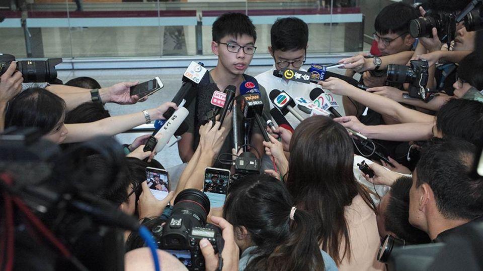 【端傳媒】黃之鋒:我在泰國收押所與世隔絕的12小時