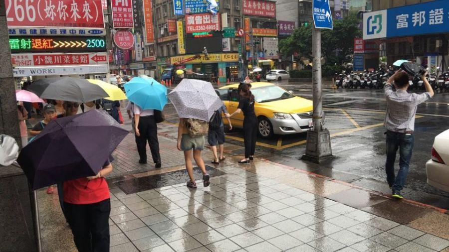 涼颼颼!北台驟降至25度 11縣市繼續「大雨狂洩」