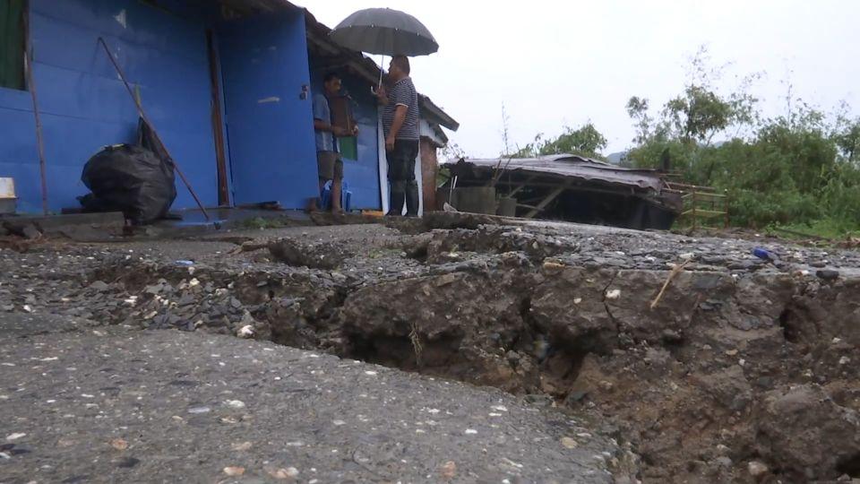 大雨釀災! 富源山區走山 路位移、民宅被撕裂