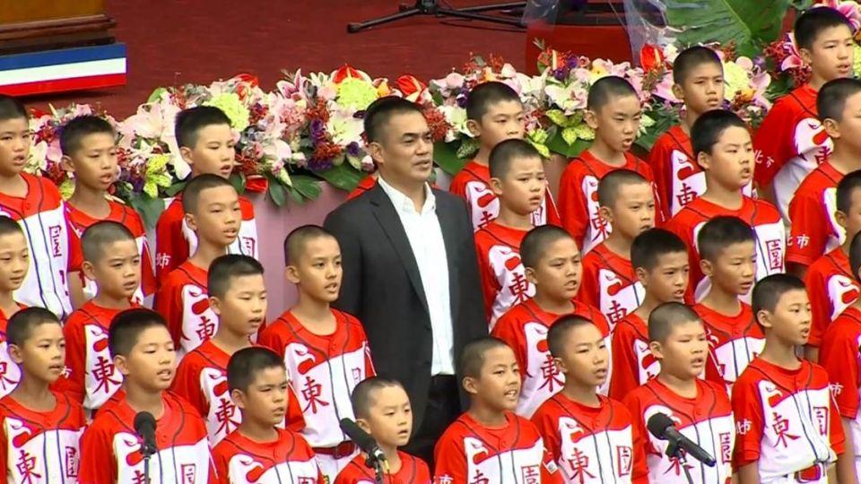 國慶直播看這裡!「台灣巨砲」陳金鋒領唱國歌:比打球還要緊張