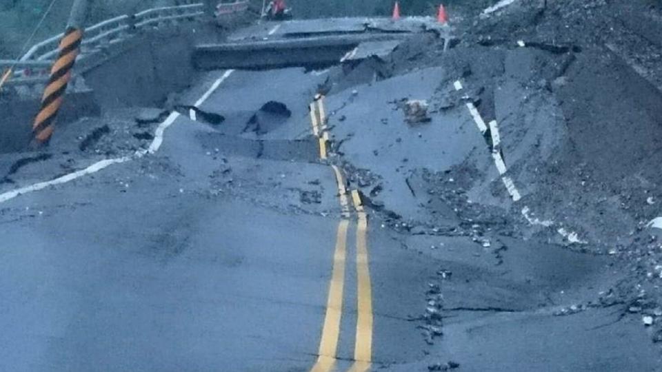大雨釀災!台東多處要道坍方中斷 民眾急問路
