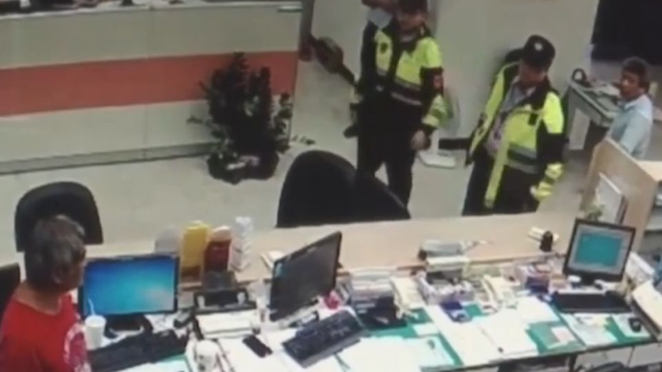 別動搶劫!57歲失業男持水果刀搶銀行