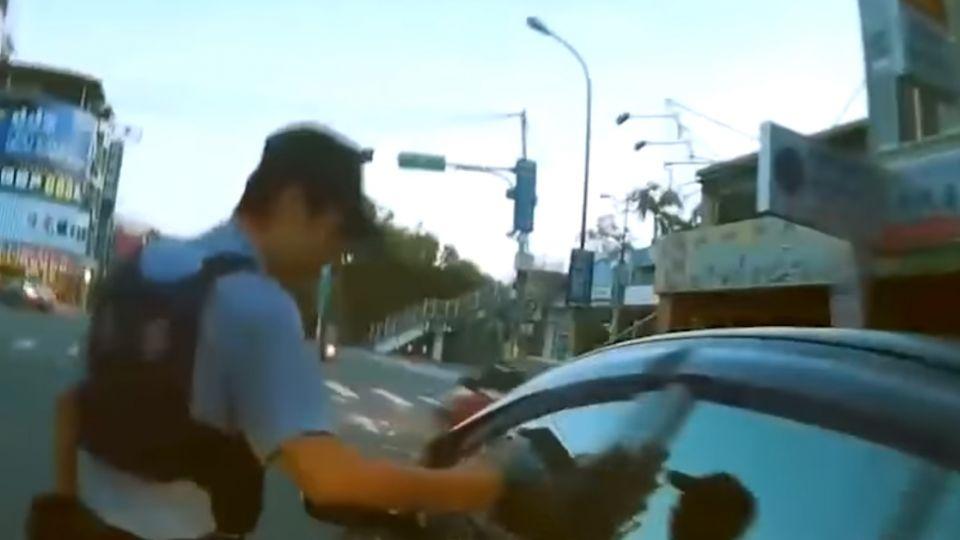 危險!喝酒開車開到睡著 女駕駛睡在路中央