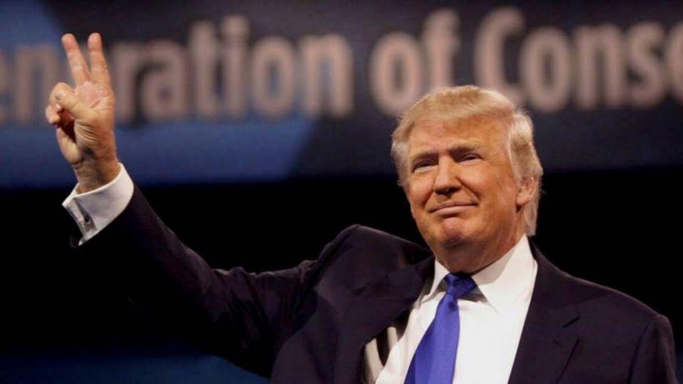 【端傳媒】「給我1美元,不然我就投票給川普」 他一舉牌日賺200美元