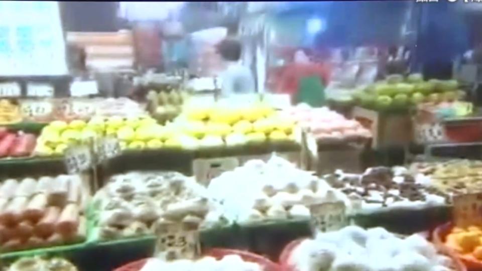 臨停下車買水果 遭嗆「就是有你這種人」