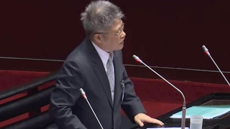 遭疑政治立場偏綠 許志雄:唱國歌不能違背良心