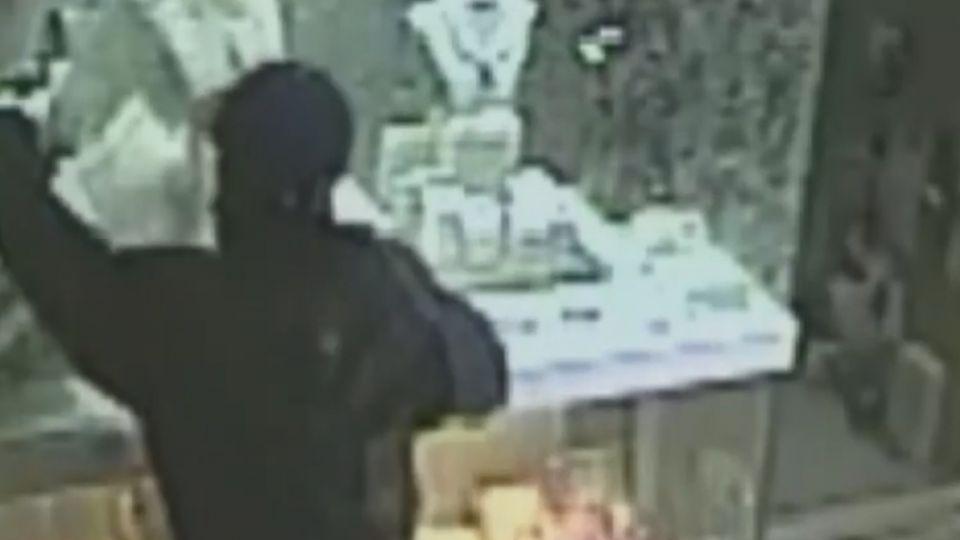 抓到了!大里銀樓搶案 25歲榔頭盜:欠債缺錢