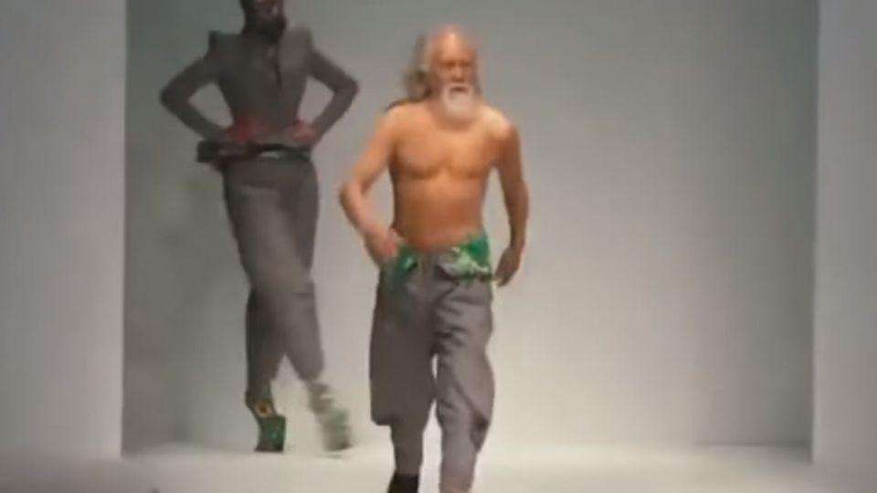 「準備了一甲子」 80歲大爺登伸展台秀健美肌肉