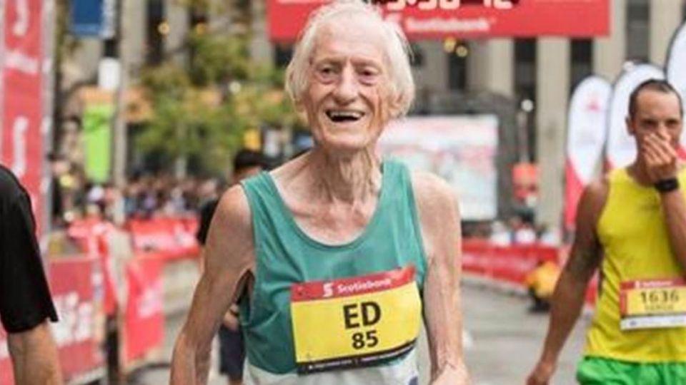 【影片】比肩年輕人! 85歲老翁不到4小時破馬拉松紀錄