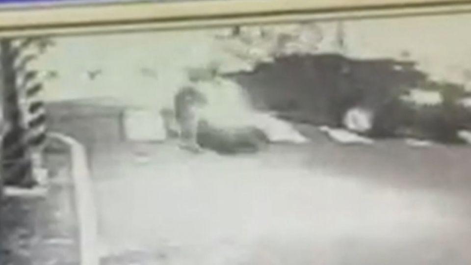多明尼加公使擦撞車禍 出手強扯騎士衣領