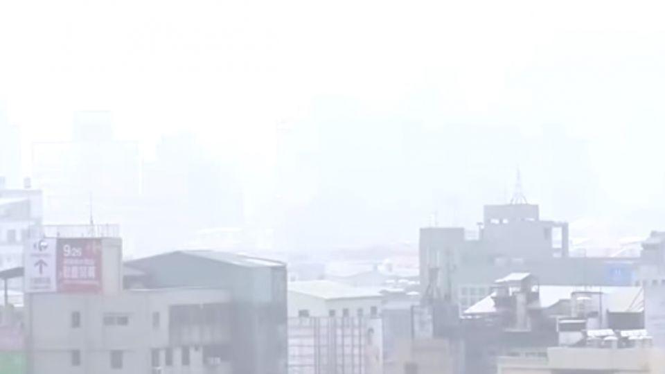 中部空汙連「紫爆」 林佳龍怪天氣 引爆網友怒火