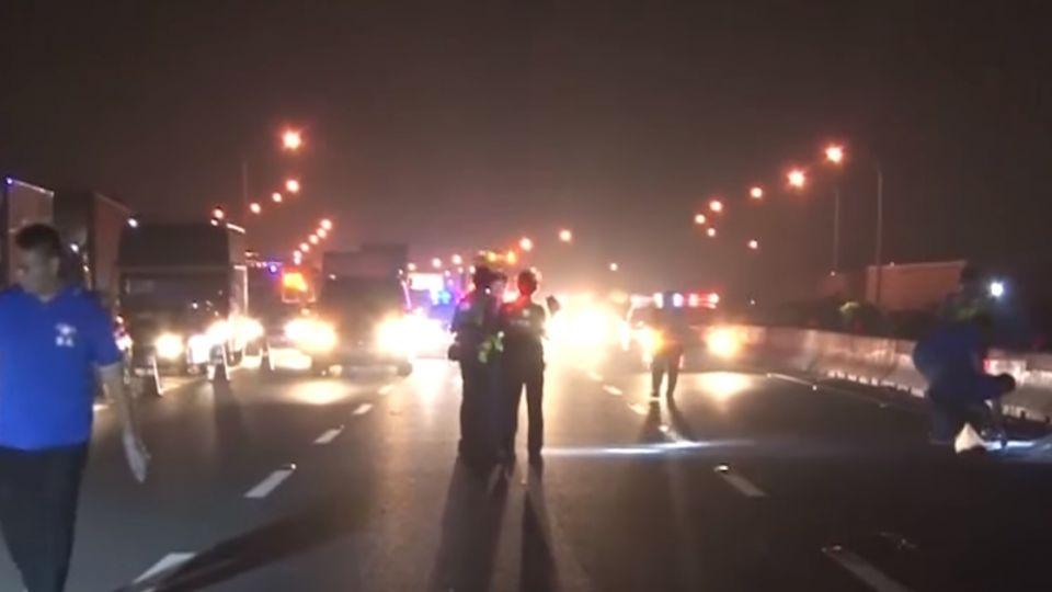 女騎車誤闖國道遭輾斃 後方車輛連環撞