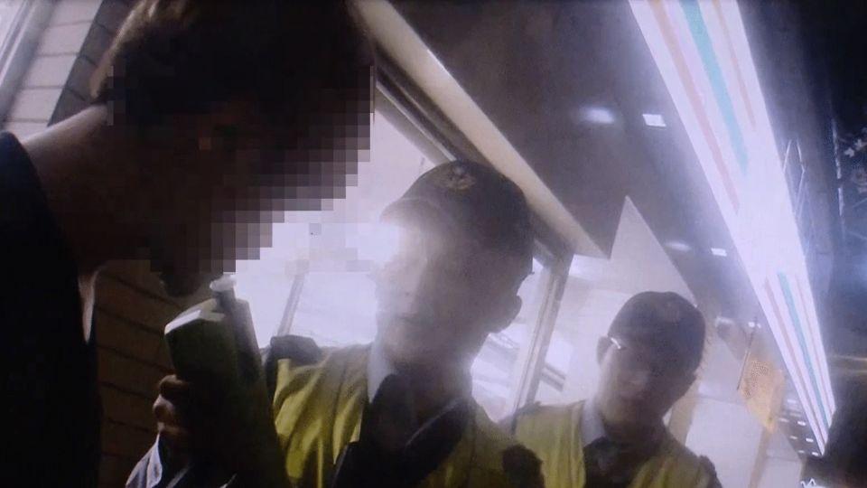 毒駕遇警「吃餅乾」裝鎮定 散「怪味」遭搜出毒