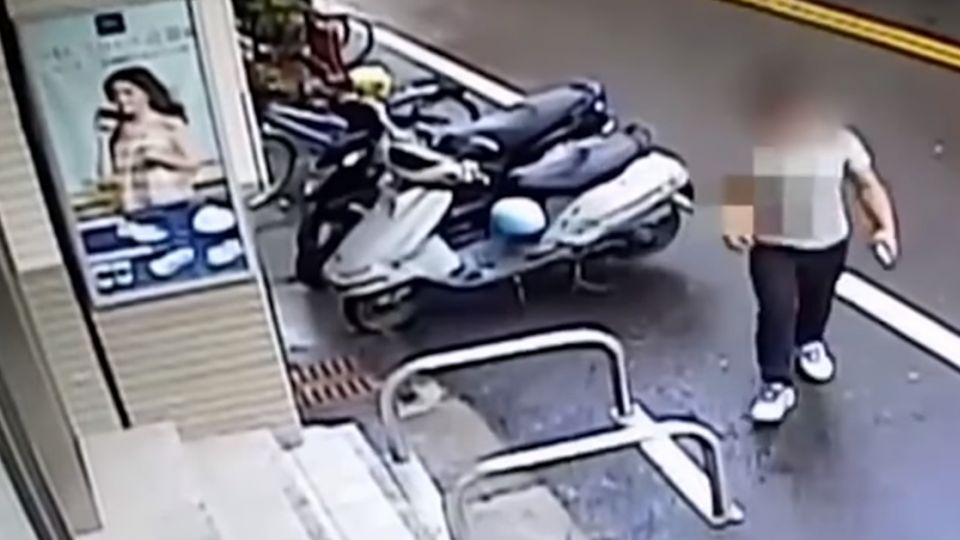 詐上百萬 車手「徐太宇」穿莫忘初衷衣 遭警鎖定