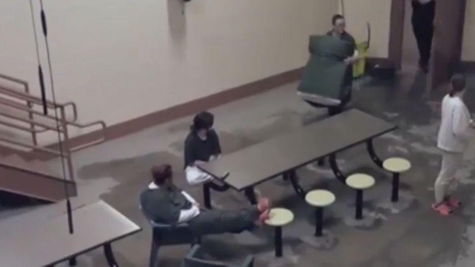 志願者冒充菜鳥囚犯 得提防暴力和性騷擾