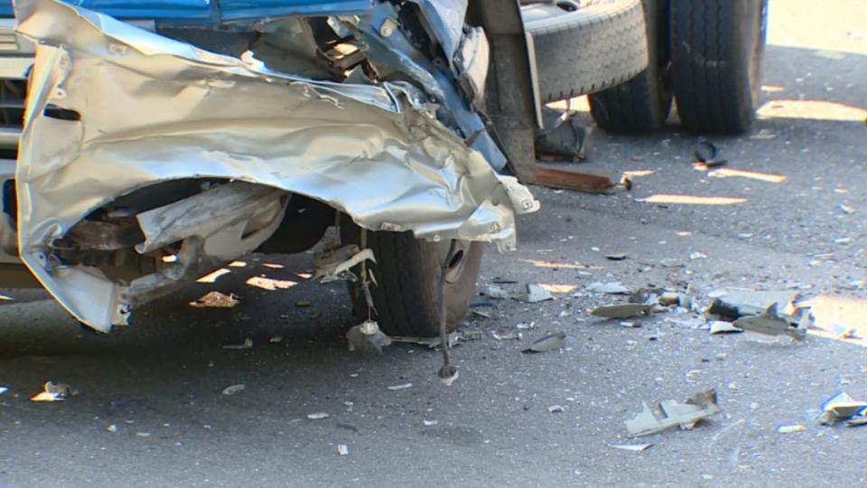 警追捕討債集團 嫌犯逆向撞車再挾民車
