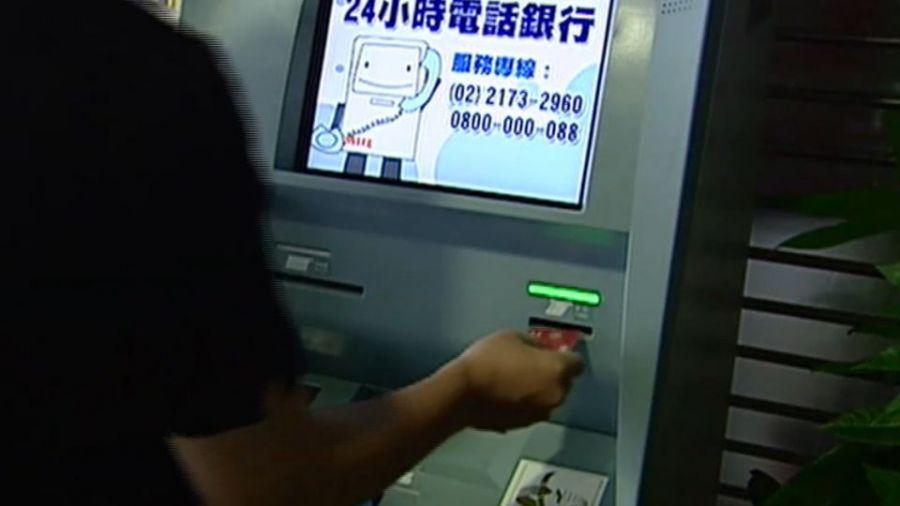 又出現跨國盜領事件!?領一千ATM狂噴3萬 嚇歪領錢婦