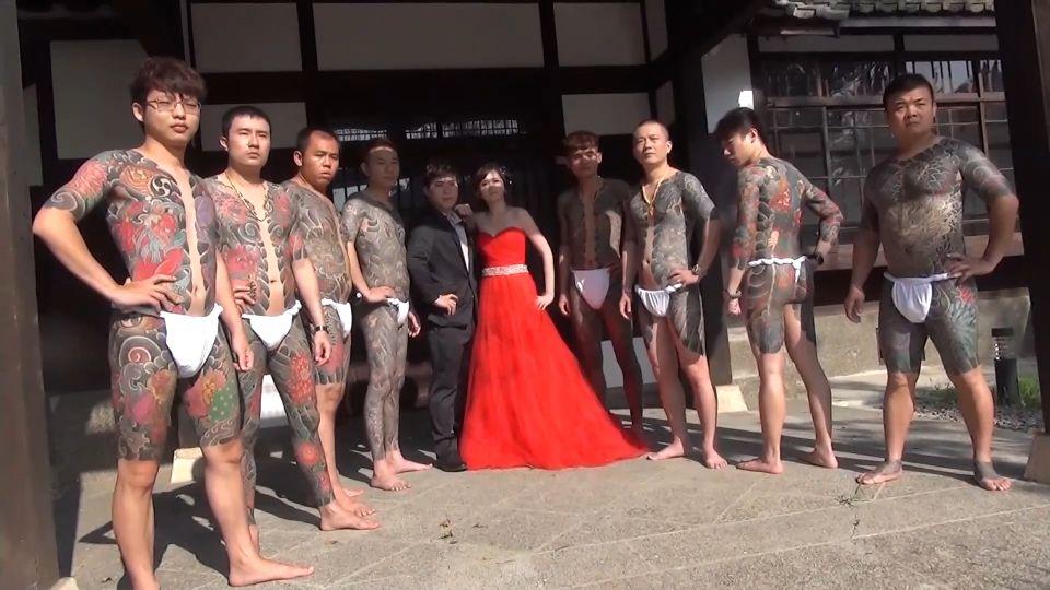 情義相挺!刺青師拍婚紗  8模特兒丁字褲入鏡