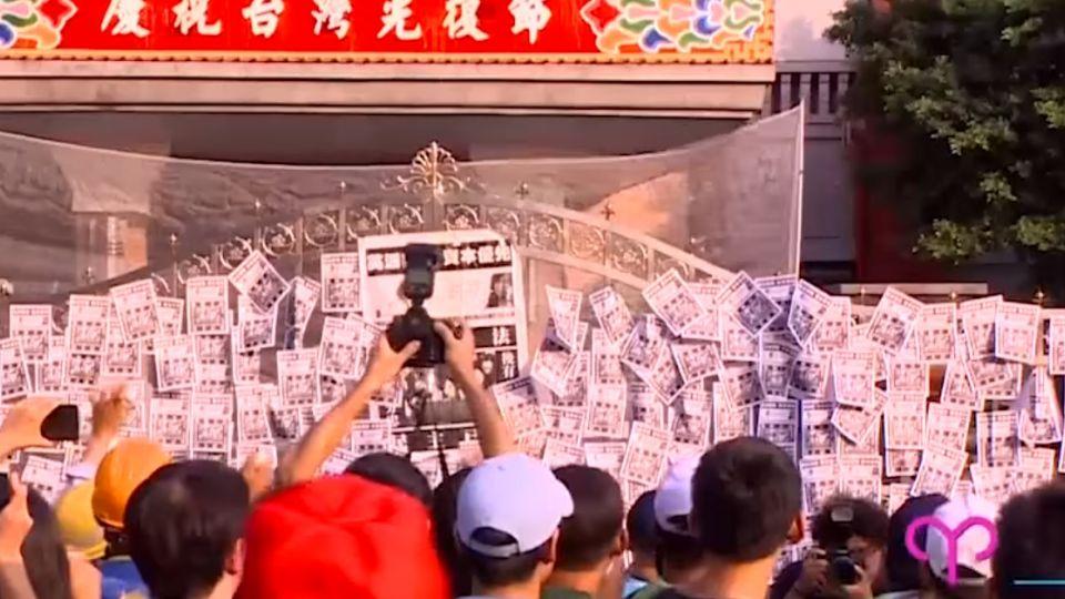 抗議砍七天假 ! 勞團號召三千人 蛋洗立法院