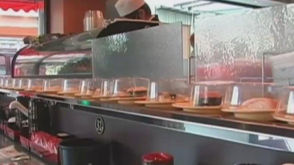 壽司吃一片「放回去轉」 顧客勸阻還被嗆