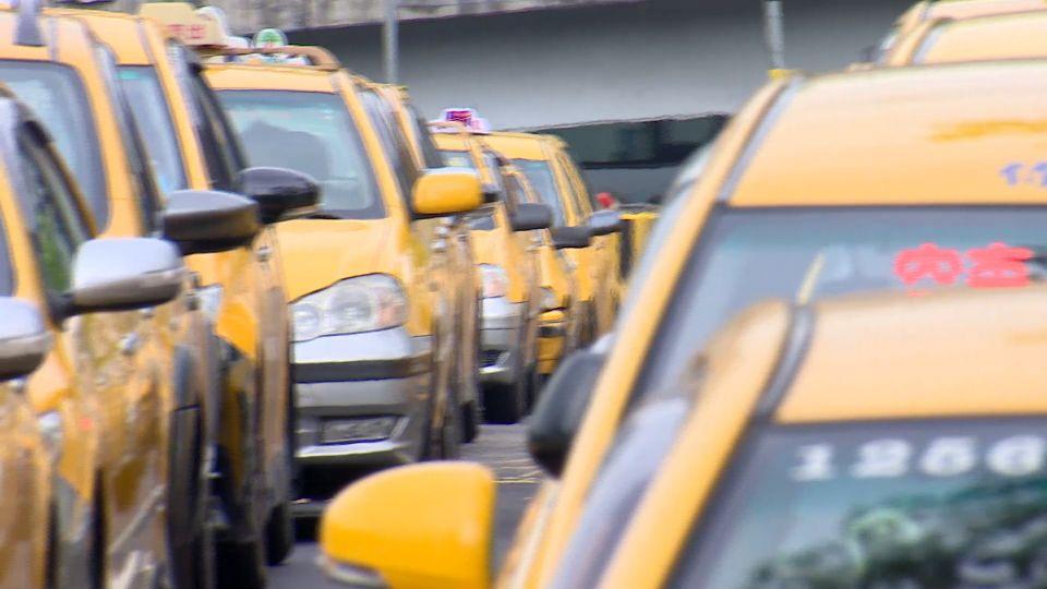 多元化計程車通過  民眾預計1月搭到「各色小黃」