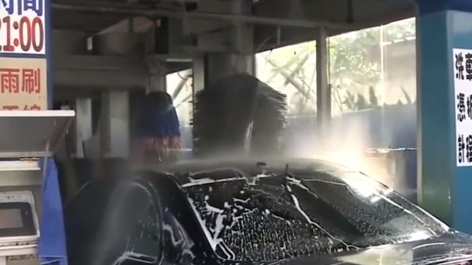 拿布擦輪框遭阻 洗車男飆罵嗆「小心點」判拘
