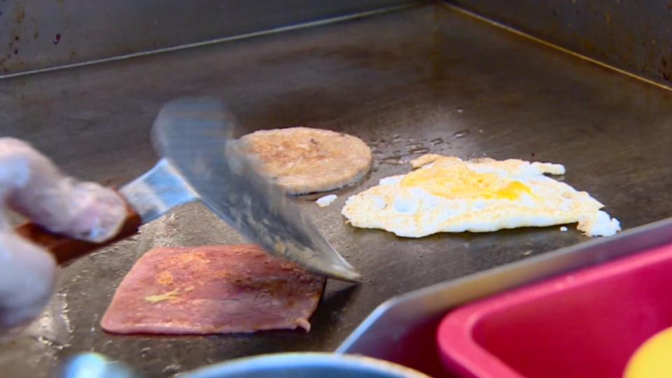 荷包蛋、蘿蔔糕煎板食物 碎屑焦炭吃多恐致癌