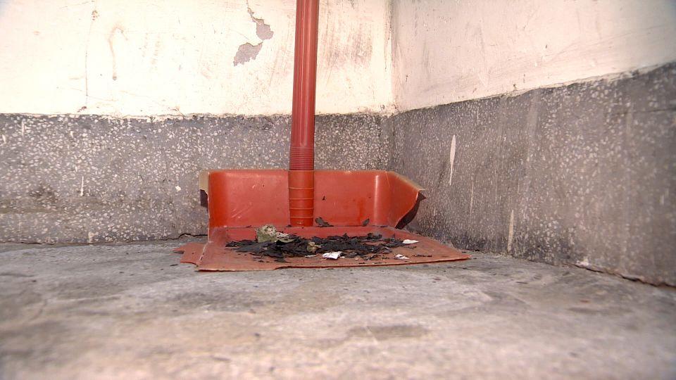 縱火?信箱突起火 信件遭燒毀、住戶險受困