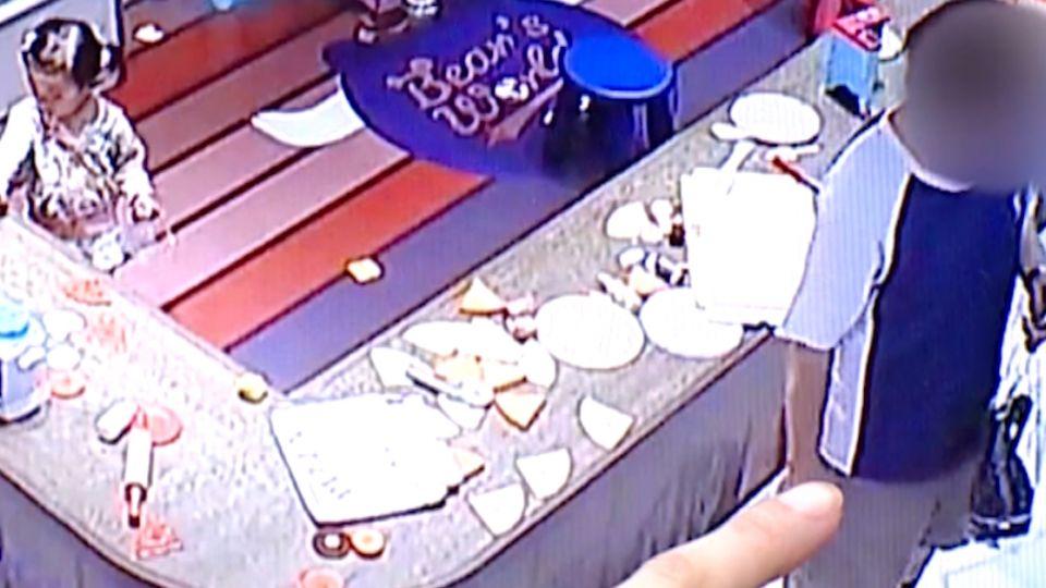 帶女兒去親子餐廳玩耍 竟被陌生翁「搶小孩」