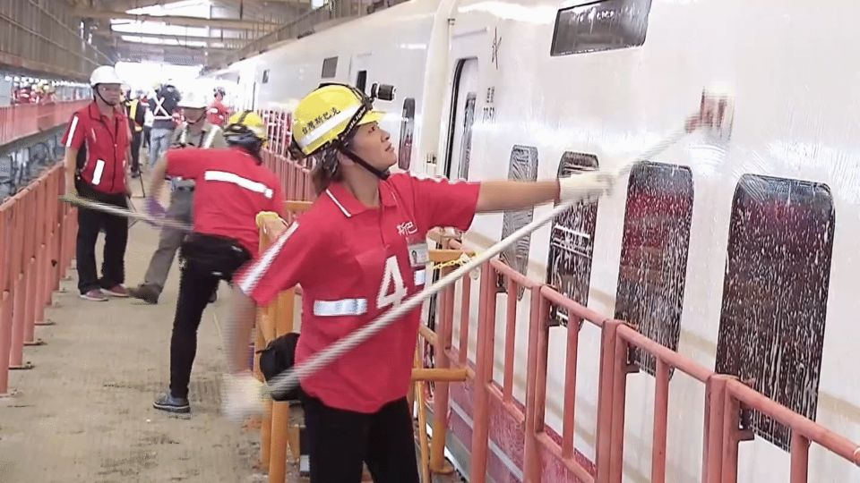 火車每天小洗、3天大洗!台鐵洗出心得辦比賽