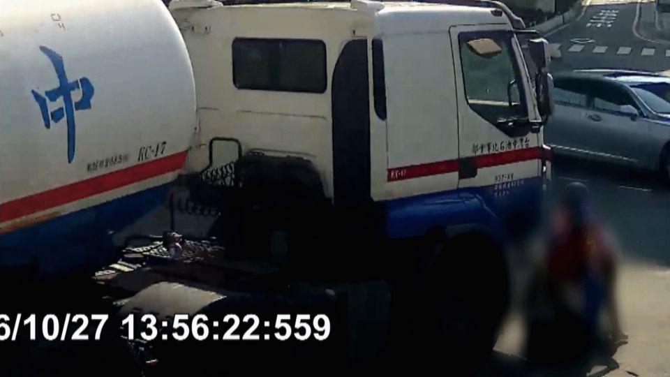 轉彎死角!母子遭油槽車輾死 夫慟:曾說這路段車多危險