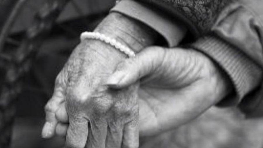 陸版「小鄭莉莉」大放閃 47歲男戀上93歲婆婆