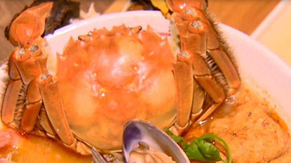 秋季盛產!泰式料理店 推「大閘蟹」拉麵