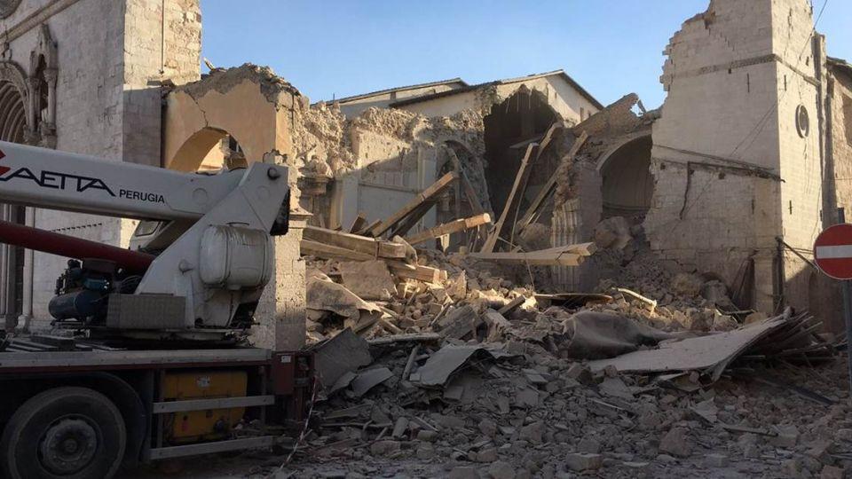 一周第三起!義大利古城6.6強震 建物倒塌救援中